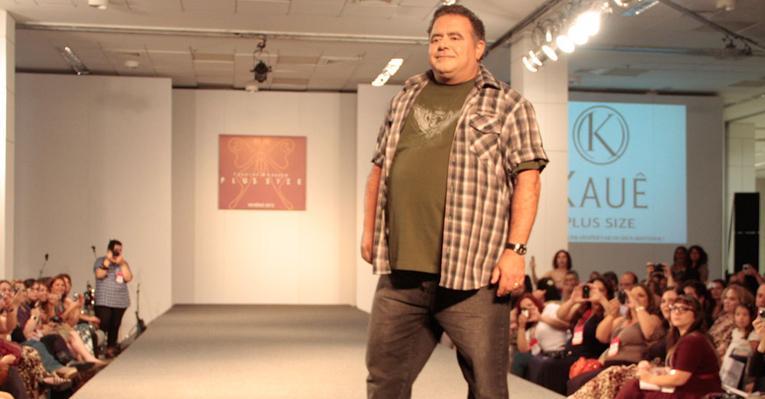 O cantor e ator Leo Jaime: o único homem a participar do Fashion Weekend Plus Size